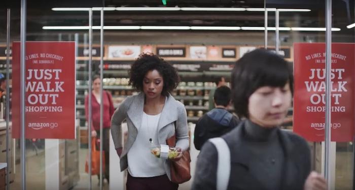 Amazon Go. Шопинг без очередей к кассе: просто заходишь в магазин, кладешь товар в сумку и выходишь.